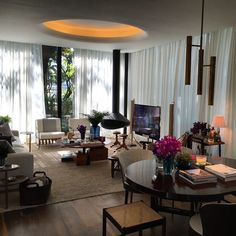 Casa flamboyant do super arquiteto @dadocb  Dado Castello Branco na casa cor,  lindo !