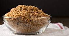 Quickly soften brown sugar by microwaving it for several seconds in a bowl covered with a damp paper towel. Store the softened brown sugar with apple slices to help keep it. Soften Brown Sugar, Hard Brown Sugar, Apple Pie Crust, Fudgy Brownie Recipe, Matzo Meal, Sugar Detox Diet, Perfect Pie Crust, Cooking 101, Baking Tips