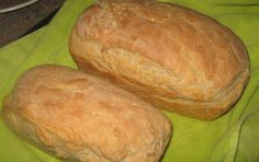 My dad se broodjie. Laat n uur rys knie af en maak 2 brode rys dan so 45 min en bak n uur lank en gebruik die deeg vir vetkoek ook! Tart Recipes, My Recipes, Bread Recipes, Cooking Recipes, Kos, French Loaf, Yeast Rolls, South African Recipes, Bread Baking