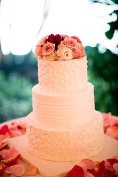Wedding cake with layers of different texture @Amy Lynn how do you like this one? Ilike how the middle layer is different