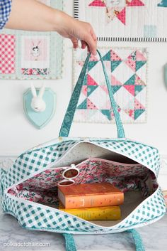 The best DIY projects & DIY ideas and tutorials: sewing, paper craft, DIY. Best Diy Crafts Ideas For Your Home Learn how to make this cute weekend travel bag in an online video class! Features Retro Travel Bag sewing pattern by Bag Sewing Pattern, Bag Patterns To Sew, Sewing Patterns Free, Free Sewing, Free Pattern, Sewing Hacks, Sewing Tutorials, Sewing Tips, Sewing Ideas