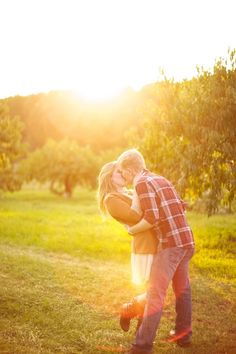 love the apple orchard engagement photoshoot, esp with the fruits and the lightning and the cuteness