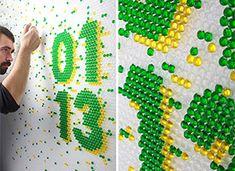 Travail typographique par le studio Lo Siento : injection de colorant à la seringue dans les bulles du papier-bulles