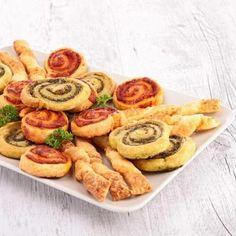 Pinwheels σφολιάτας με πέστο Sausage, French Toast, Easy Meals, Meat, Breakfast, Food, Morning Coffee, Sausages, Essen