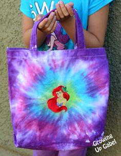 WE LOVE these tie-dye bags @Camille Blais Gabel created with her kids! #kidscrafts #summerofjoann