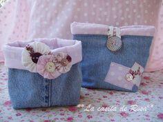 Denim Bag - Tutorial in Spanish Jean Purses, Purses And Bags, Denim Bag Tutorial, Denim Purse, Denim Ideas, Denim Crafts, Fabric Bins, Recycled Denim, Gift Bags