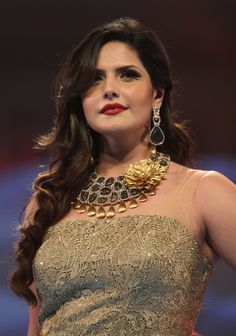 HQ: The pit fold collecton! Beautiful Bollywood Actress, Most Beautiful Indian Actress, Beautiful Actresses, Bollywood Female Actors, Zarine Khan Hot, Female Modeling Poses, Bollywood Pictures, Celebs, Celebrities