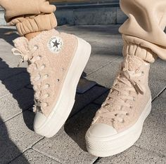 Mode Converse, Outfits With Converse, Converse Boots, Sock Shoes, Shoes Heels, Adidas All Star, Narrow Shoes, Vetement Fashion, Aesthetic Shoes