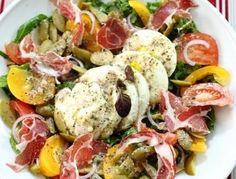 Салат с сыром моцарелла и травяной заправкой