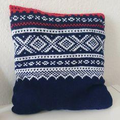 @steffistrikker - My very own Marius pillow 😘 #mariuspute #mariusmønster #knitting #stricken #neulonta #strikking #strikk #sticka #knittersofinstagram #knittingaddict #instaknit #sandnesgarn #sandnessisu #strickenmachtglücklich #strandedknitting #strikkedilla #strickenisttoll