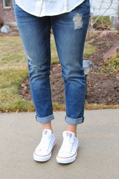 white converse with cropped skinny jeans