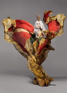 Lady Gaga in Alexander McQueen, photographed by Nick Knight for Vanity Fair (September 2010 issue). When those two forces (Gaga/McQueen) got together it was magical. Alexander Mcqueen Kleider, Alexandre Mcqueen, Alex Mcqueen, Mario Testino, Richard Avedon, Foto Fashion, Fashion Art, Trendy Fashion, Digital Illustration
