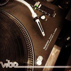 Combien de platines disques vont tourner ce soir de réveillon dans le monde .... Dédicace à un appareil qui à tout de même beaucoup contribué à révolutionner la musique .... #lastnightadjsavedmylife  #technics #mk5 #mk2 #music #dj #djs #turntable #turntablism #scratch #mix #villedetoulon #toulon #vibetoulon #2015 #2016 #happynewyear #newyear #love by vibetoulon http://ift.tt/1HNGVsC