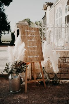 Cool wedding and boho in the Beaujolais- Mariage cool et boho dans le Beaujolais Ravatys boho folk wedding decoration Chic Wedding, Wedding Signs, Wedding Ceremony, Dream Wedding, Summer Wedding, Wedding Sparklers, Forest Wedding, Woodland Wedding, Boho Wedding Decorations
