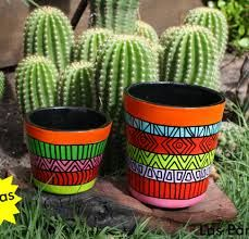 macetas cuadradas pintadas - Buscar con Google Painted Plant Pots, Painted Flower Pots, Pottery Painting Designs, Flower Pot Design, Cactus Pot, Flower Pot Crafts, Cactus Y Suculentas, Terracotta Pots, Hand Painted Ceramics