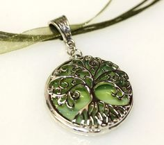 Round Stained Glass and Filigree Pendant - Tree of LIfe Fashion Accessories, Fashion Jewelry, Filigree Design, Tree Of Life Pendant, Fantasy Jewelry, Thing 1, Stained Glass, Jewelry Design, Bling