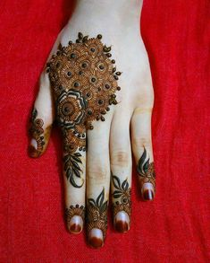 Mehndi Designs will blow up your mind. We show you the latest Bridal, Arabic, Indian Mehandi designs and Henna designs. Khafif Mehndi Design, Rose Mehndi Designs, Henna Tattoo Designs Simple, Basic Mehndi Designs, Back Hand Mehndi Designs, Henna Art Designs, Mehndi Designs For Girls, Mehndi Design Photos, Wedding Mehndi Designs