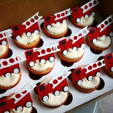 And to think we had firetruck cake with doggie and hydrant cookies,.but no cupcakes over the years. Firefighter Cupcakes, Fireman Cupcakes, Fire Truck Cupcakes, Fireman Cake, Kid Cupcakes, Yummy Cupcakes, Birthday Cupcakes, Cupcake Cakes, Fireman Party
