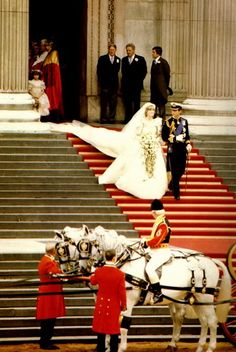 The newlyweds the Prince & Princess of Wales leaving St. Paul's Cathedral to their horse-drawn carriage . They will then proceed to Buckingham Palace to their luncheon reception given by HRH Queen Elizabeth II. Princess Diana & her Prince Charles. Prince Charles Et Diana, Charles And Diana Wedding, Princess Diana Wedding, Royal Princess, Prince And Princess, Princess Of Wales, Lady Diana Spencer, Elizabeth Ii, Princesa Real