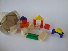 Costruzioni in legno, con scatola in juta