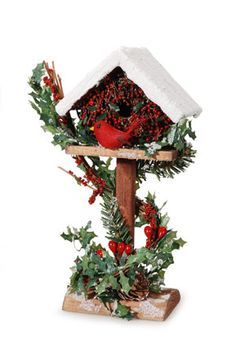 Christmas Birdhouse on Stand Homemade Christmas Decorations, Christmas Centerpieces, Xmas Decorations, Holiday Decor, Christmas Bird, Christmas Wreaths, Christmas Ornaments, Christmas Projects, Christmas Crafts
