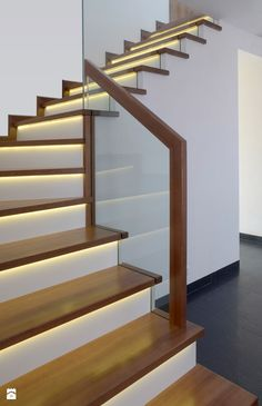Oświetlenie schodów o nr katalogowym P160 Domy - zdjęcie od Schody Chudziński