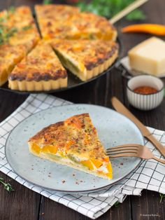 Kürbis-Maultaschen-Quiche Quiche Pan, Dumpling Filling, Tart Taste, Spelt Flour, Shortcrust Pastry, Little Pumpkin, Sour Cream, Cornbread, Parmesan