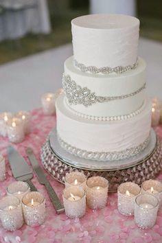 Winter Wedding Cake - Margot Landen Photography