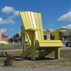 Take a seat in the giant Muskoka Chair welcoming you to Gravenhurst. #Muskoka ON. (Photo: Tim Johnson)