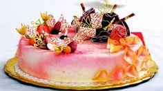 Ona DNES slaví páté narozeniny. Ale bez dortu by to byly jen poloviční narozeniny. Proto jsme oslovily pět cukrářů a cukrářek, kteří patří k české špičce, aby připravili dort, který nás podle nich nejlépe vystihuje.