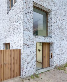 Brick Cladding, Brick Facade, Brickwork, Facade House, Brick Architecture, Minimalist Architecture, Facade Design, Exterior Design, Modern Brick House