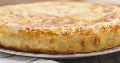 Ingredientes 2 batatas 1 cebola 5 ovos 1/4 xícara de azeite sal e pimenta-do-reino a gosto Antes de mais nada, vale a pena relembrar que a receita começa na frigideira e é finalizada no forno. Por isso, se a sua frigideira não for própria para ir ao forno, não se preocupe: você pod