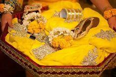 Indian Wedding Favors, Desi Wedding Decor, Diy Wedding Favors, Wedding Ideas, Pakistani Mehndi Decor, Pakistani Bridal, Mehendi Decor Ideas, Big Wedding Cakes, Mehndi Dress