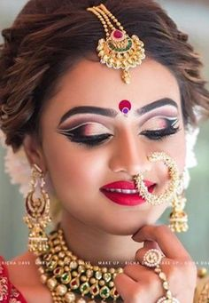 bengali bride makeup style 40 Boldest Nose Ring or Nath Designs Every Bride Would Love To Have - Stylettos Bride Pakistani Bridal Makeup, Indian Wedding Makeup, Bridal Eye Makeup, Bridal Makeup Looks, Bride Makeup, Bridal Lehenga, Indian Makeup, Lehenga Choli, Bridal Makeup Pictures