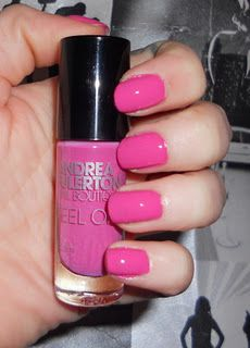 Today I have for you Donna by Andrea Fulerton. Now this isn't your average nail polish, in fact it's a one coat, peel off polish. Yep, no remover necessary. It's marketed mainly for pregnant women who want to feel pampered and primed but cannot stand the smell of acetone/polish. Although,