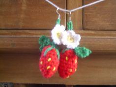 De Haakheksen Crochet Strawberry earrings