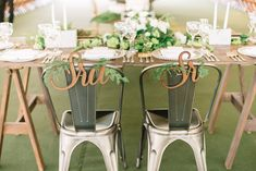 Casamento industrial minimalista: Dé + Fer - Berries and Love Plan My Wedding, Sister Wedding, Boho Wedding, Wedding Ideas, Wedding Chair Signs, Wedding Chairs, Diy Wedding Decorations, Table Decorations, Marriage Decoration
