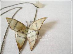 collar con mariposa de origami  papel,metal,resina origami,moldeado