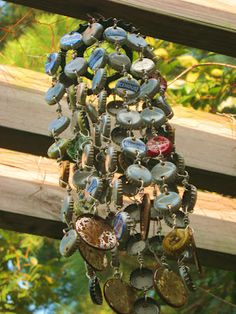 How to make a bottle cap wind chime. Finally a good tutorial on this!