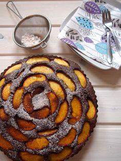 Herrlich so ein flaumiger Kuchen mit saftigem Obst obendrauf! Was gibt es im Sommer schöneres als bei Kaffee und frisch gebackenem Obstkuchen die Sonne zu genießen?