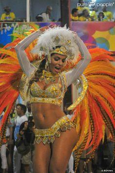 Rio, 2014 - Carla Prata desfilou como musa da Vila Isabel. Foto: AGNews.