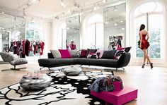 Stunning-Black-Sectional-Roche-Bobois-Sofa-Set-Coupled-with-Metallic-Rounded-Coffee-Tables-and-Pink-Pillows.jpg (800×506)