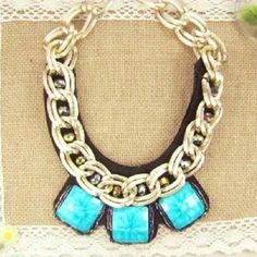 Chunky bib necklace new   on Everdrobe - Always know what to wear