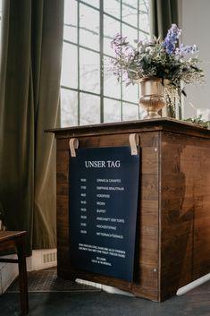 Ablaufplan Hochzeit naval blau Hochzeitstrend 2020 Chalkboard Quotes, Planer, Art Quotes, Lettering, Wedding, Vintage, Guest Book Sign, Newlyweds, Wedding Cakes