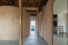 This building is a reconfiguration of a traditional Japanese wooden house. Its wooden frames were exposed after the removal of unnecessary parts. Only by inserting curved walls into it, spatial functions were created. A similar challenge was experience...