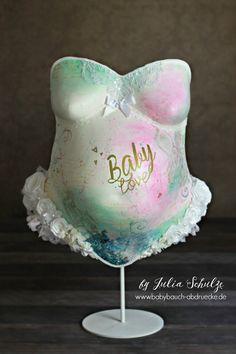 Gipsabdruck vom Babybauch auf Sockel - Belly Cast from Baby Bump - Best Keepsake ever in a modern Design! <3 Made by Artist Julia Schulze, Erfurt - Thüringen, Deutschland / Germany www.babybauch-abdruecke.de