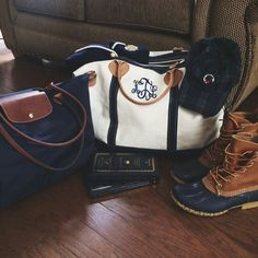 Longchamp travel bag, Marley Lilly monogrammed duffel, and Bean Boots-- all need for college Preppy Mode, Preppy Girl, Adrette Outfits, Preppy Outfits, Preppy Clothes, Longchamp, Preppy Southern, Southern Prep, Southern Belle