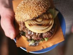 Cowboy Bison Burgers With Whiskey-Glazed and Charred Onions - Take a bite out of the Old West with these rustic Cowboy Burgers. Bison, or buffalo, meat is similar to beef but leaner and more tender. Hamburgers, Cowboy Burger, Burger Barn, Grilling Recipes, Cooking Recipes, Healthy Cooking, Healthy Eats, Bison Recipes, Whisky