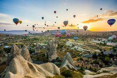 Montgolfières au-dessus de la Cappadoce en Turquie.© DR