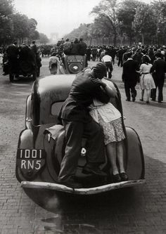 The liberation of Paris, 1944, by Robert Doisneau. - by Cris Figueired♥